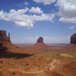 【アメリカ】ナバホ族地区内にある大荒野に現れる巨岩群モニュメントバレー